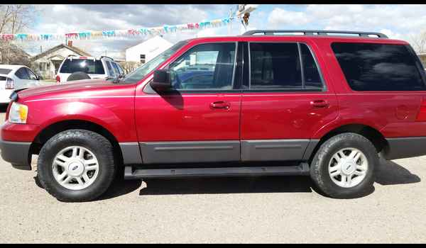 2005_Ford_Expedition_XLT-14604808781.jpg