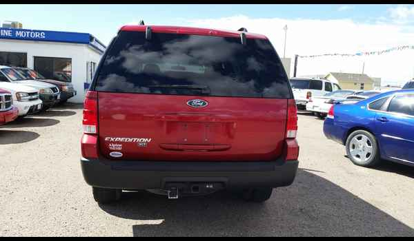 2005_Ford_Expedition_XLT-14604808782.jpg