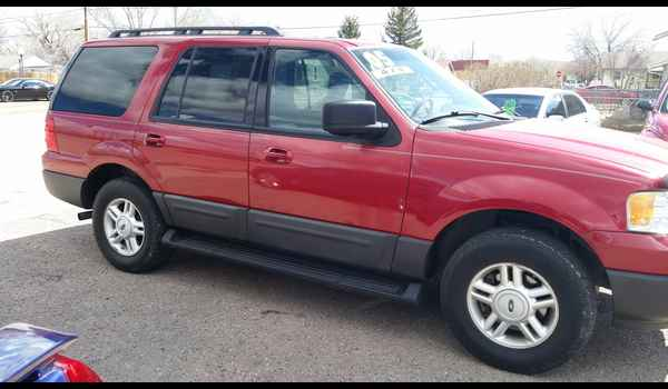 2005_Ford_Expedition_XLT-14604808783.jpg