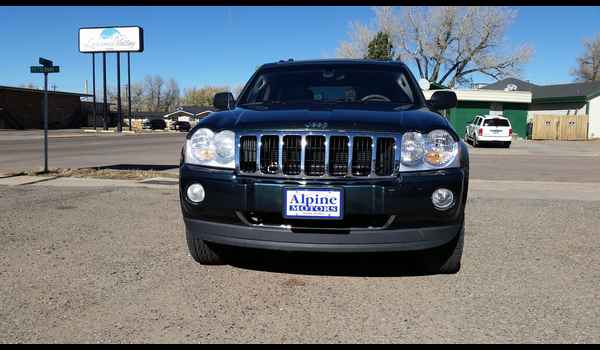 2005_Jeep_Grand_Cherokee_Limited-14465796831.jpg
