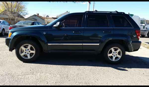 2005_Jeep_Grand_Cherokee_Limited-14465796842.jpg