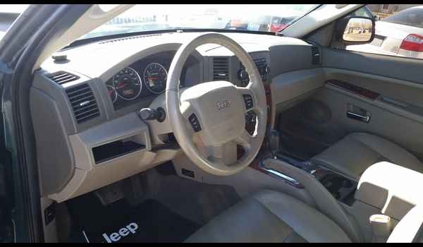 2005_Jeep_Grand_Cherokee_Limited-14465796845.jpg