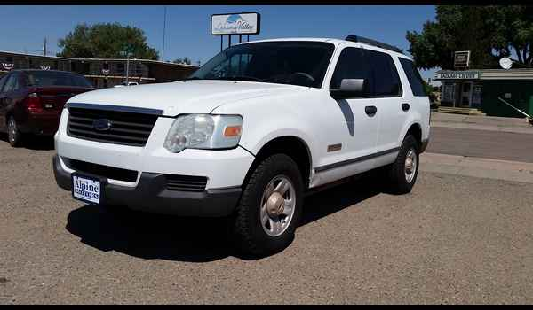 2006_Ford_Explorer_XLS_4X4-14711162680.jpg