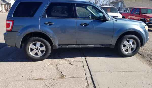 2010_Ford_Escape_XLT_AWD-16043456373.jpg