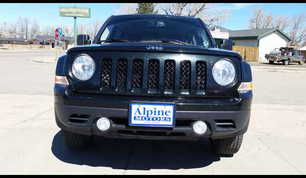2013_Jeep_Patriot_Sport_4x4-14914180861.jpg