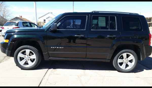 2013_Jeep_Patriot_Sport_4x4-14914180872.jpg