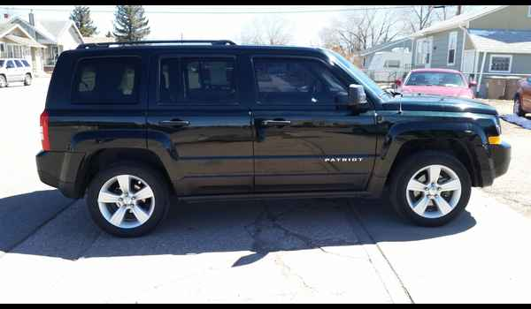 2013_Jeep_Patriot_Sport_4x4-14914180873.jpg