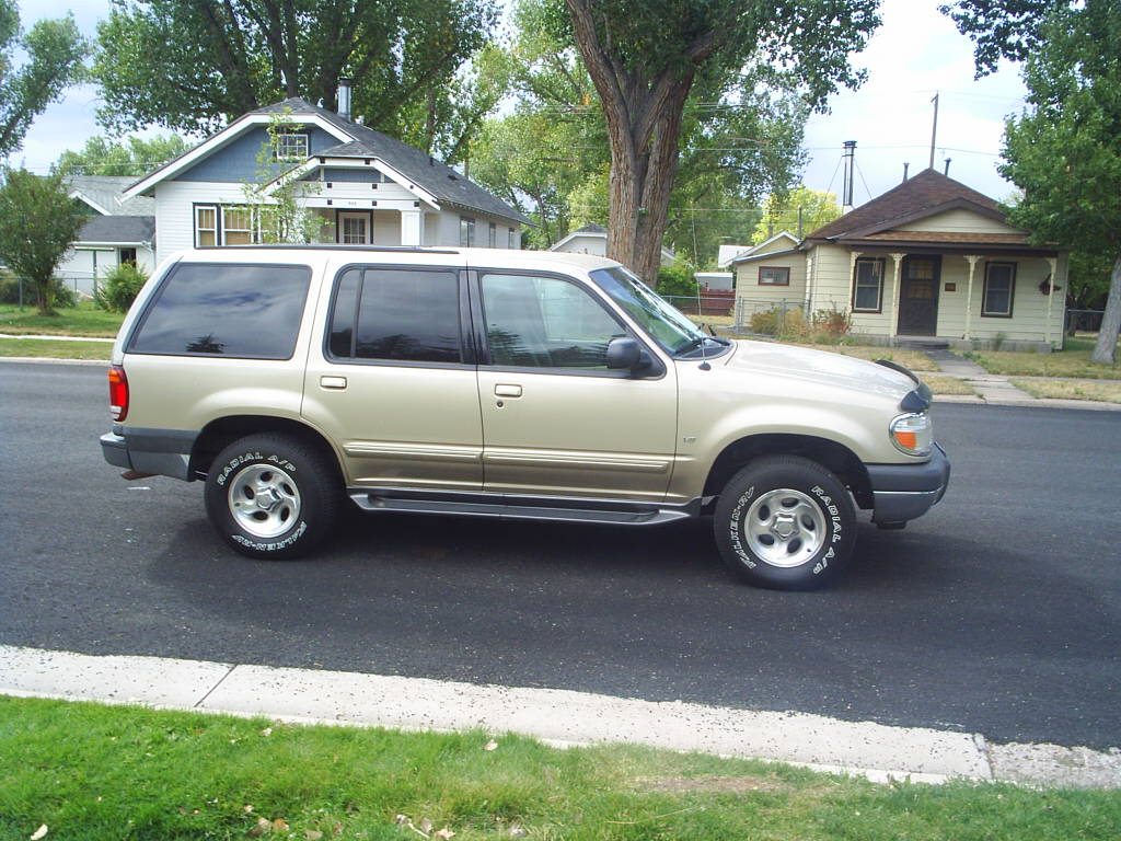 2000 Ford Explorer AWD V8